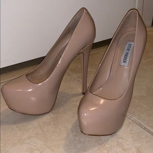 Barely Worn Steve Madden Nude Pumps